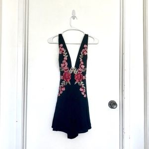 ⭐️BUNDLE ONLY Seek The Label Embroidered Romper